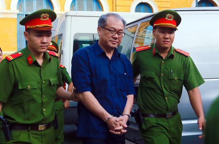 Triệu tập hàng trăm người tới phiên tòa xử bà Hứa Thị Phấn - Ảnh 2.