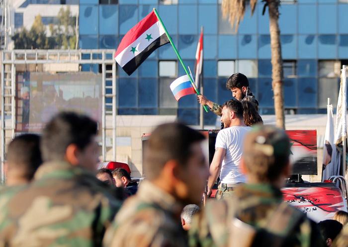 Tổng thống Syria vẫn đến Dinh làm việc - Ảnh 3.