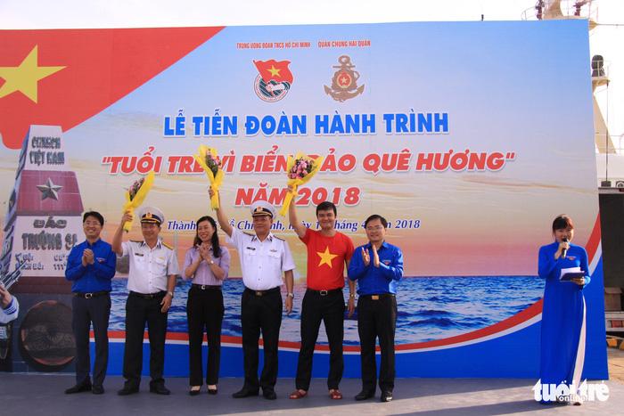 Đoàn Hành trình Tuổi trẻ vì biển đảo quê hương lên đường thăm Trường Sa - Ảnh 2.