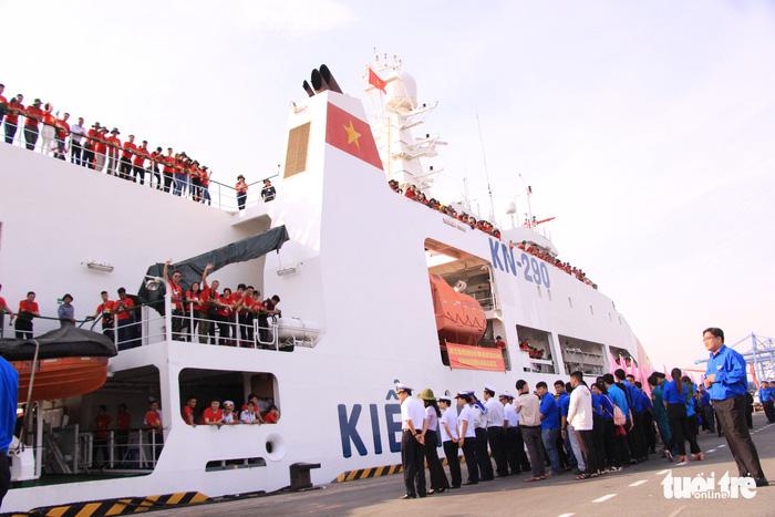 Đoàn Hành trình Tuổi trẻ vì biển đảo quê hương lên đường thăm Trường Sa - Ảnh 6.