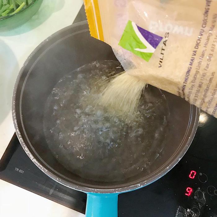 Làm bánh trôi ngũ sắc tết Hàn thực - Ảnh 15.