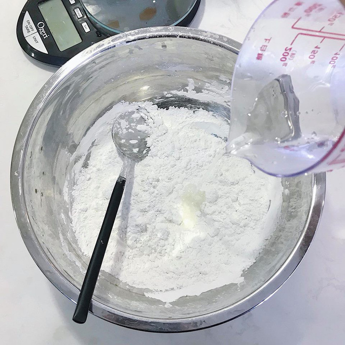 Làm bánh trôi ngũ sắc tết Hàn thực - Ảnh 4.