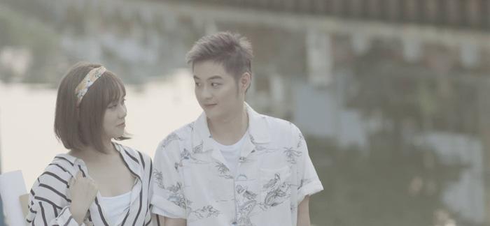 Thanh Duy táo bạo ướt át trong MV Người lạ thân quen - Ảnh 4.