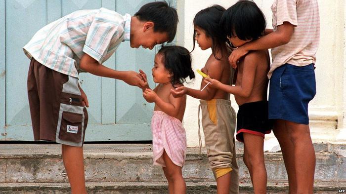 Sự thật về những trại mồ côi dỏm moi tiền du khách ở Campuchia - Ảnh 1.