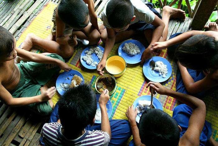 Sự thật về những trại mồ côi dỏm moi tiền du khách ở Campuchia - Ảnh 2.