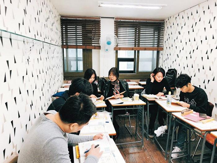 Bị Trung Quốc tẩy chay, dân Hàn đổ xô học tiếng Việt để làm ăn - Ảnh 1.
