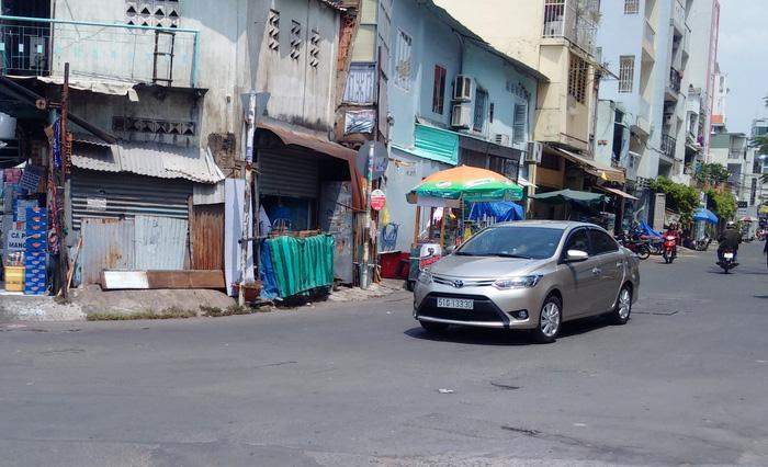 Vụ tấm che nắng làm từ bìa carton, Toyota Việt Nam nói gì? - Ảnh 1.