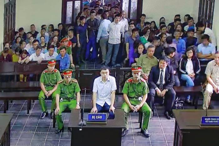 Nguyên nhà báo Lê Duy Phong khai nhận tiền để không viết bài