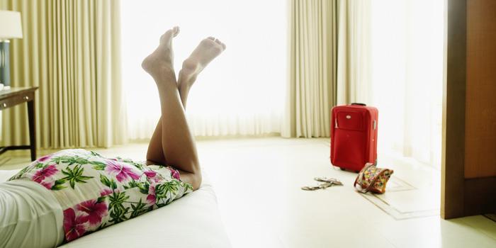 5 thói quen nguy hiểm khi bạn ở khách sạn - Ảnh 1.