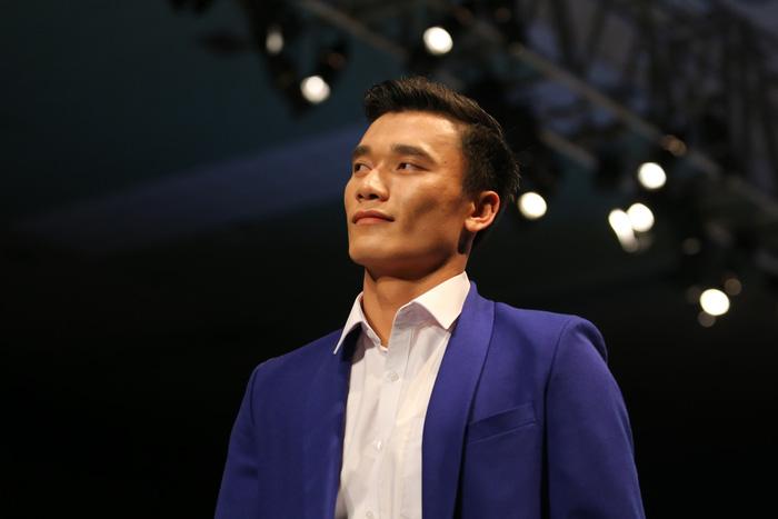 Bùi Tiến Dũng U23 Việt Nam đốt nóng sàn diễn thời trang quốc tế - Ảnh 5.