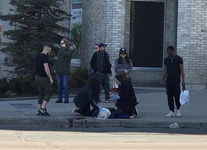 Xe tông người đi bộ ở Canada, nhiều người chết và bị thương - Ảnh 8.