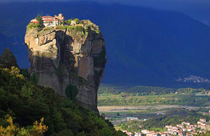 Độc đáo tu viện Meteora lơ lửng trên núi tại Hy Lạp - Ảnh 1.
