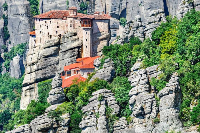 Độc đáo tu viện Meteora lơ lửng trên núi tại Hy Lạp - Ảnh 2.