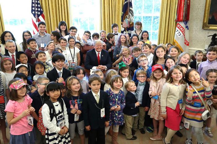 Thư ký báo chí Nhà Trắng bị các em nhỏ 'hỏi xoáy' - Ảnh 2.