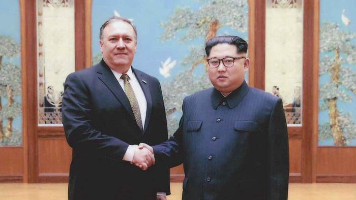 Ông Kim Jong Un cười phá khi ngoại trưởng Mỹ đùa vẫn tìm cách giết...n - Ảnh 1.