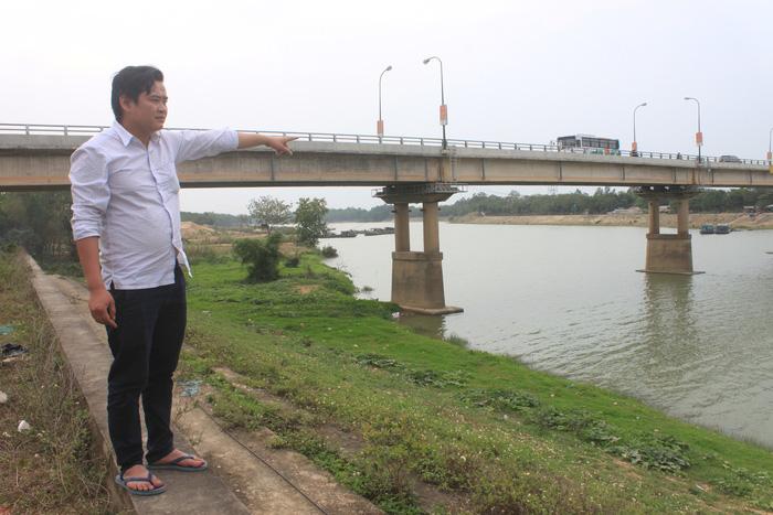 Nhảy cầu cứu cô gái gieo mình xuống sông Chu - Ảnh 1.