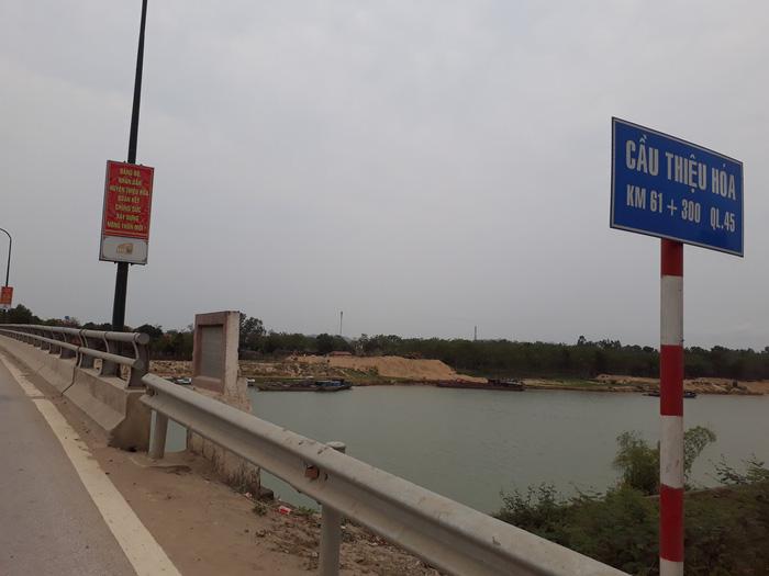 Nhảy cầu cứu cô gái gieo mình xuống sông Chu - Ảnh 2.