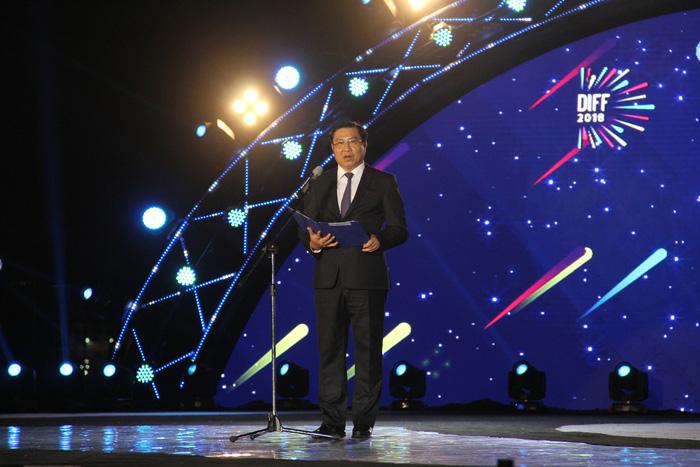 Pháo hoa thắp sáng bầu trời Đà Nẵng đêm 30-4 - Ảnh 2.