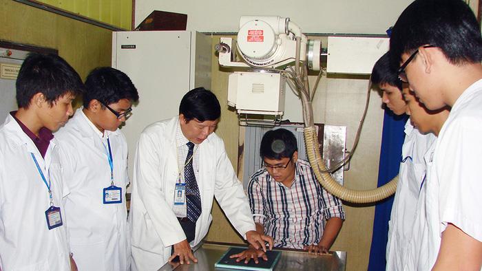Điều dưỡng và kỹ thuật viên y học: cơ hội nghề nghiệp rộng mở - Ảnh 3.