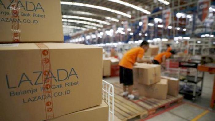 trung tâm đóng gói hàng của lazada tại indonesia - ảnh reuters