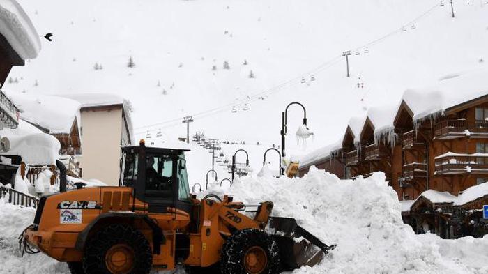 13.000 du khách mắc kẹt do bão tuyết trên dãy Alps - Ảnh 5.