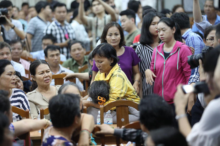 Dân Thủ Thiêm rơi nước mắt kiến nghị với đại biểu quốc hội - Ảnh 11.