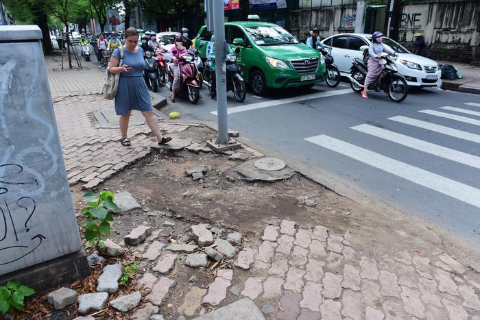 Vỉa hè Sài Gòn - sống chết mặc bây! - Ảnh 5.