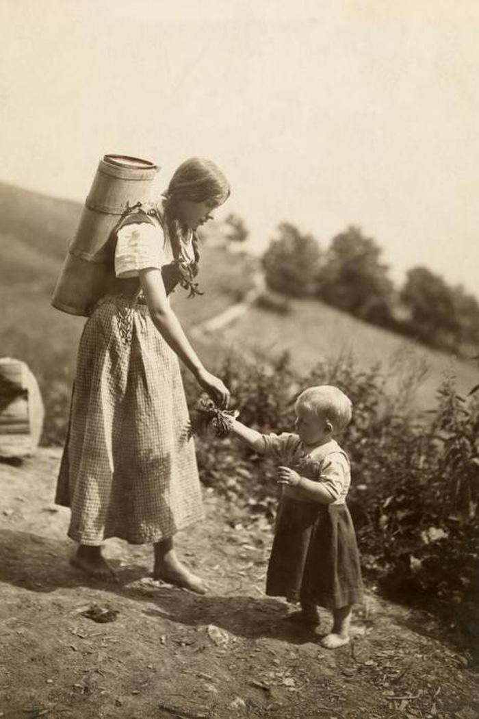 Ngày của mẹ: 100 năm hình ảnh người mẹ qua bộ ảnh xưa - Ảnh 9.