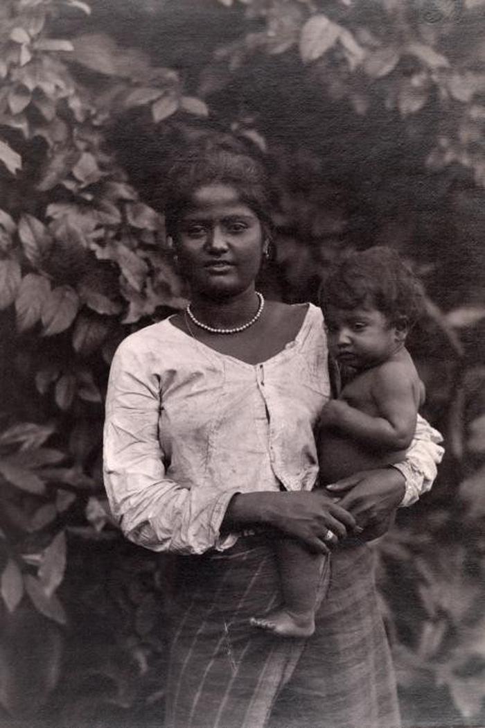 Ngày của mẹ: 100 năm hình ảnh người mẹ qua bộ ảnh xưa - Ảnh 8.