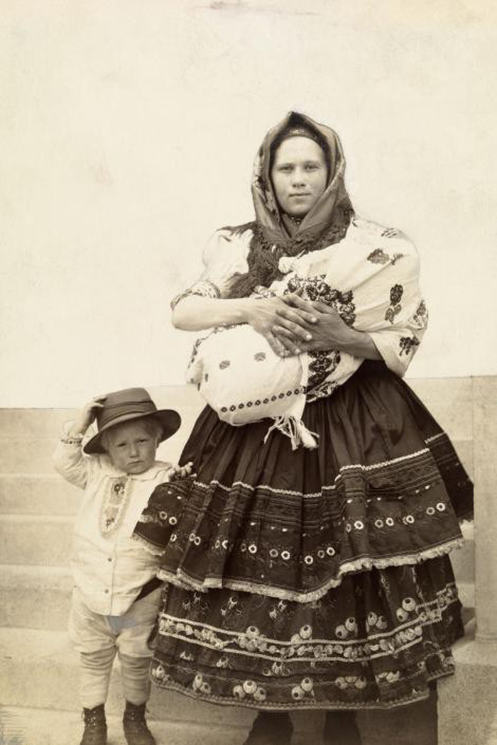 Ngày của mẹ: 100 năm hình ảnh người mẹ qua bộ ảnh xưa - Ảnh 13.