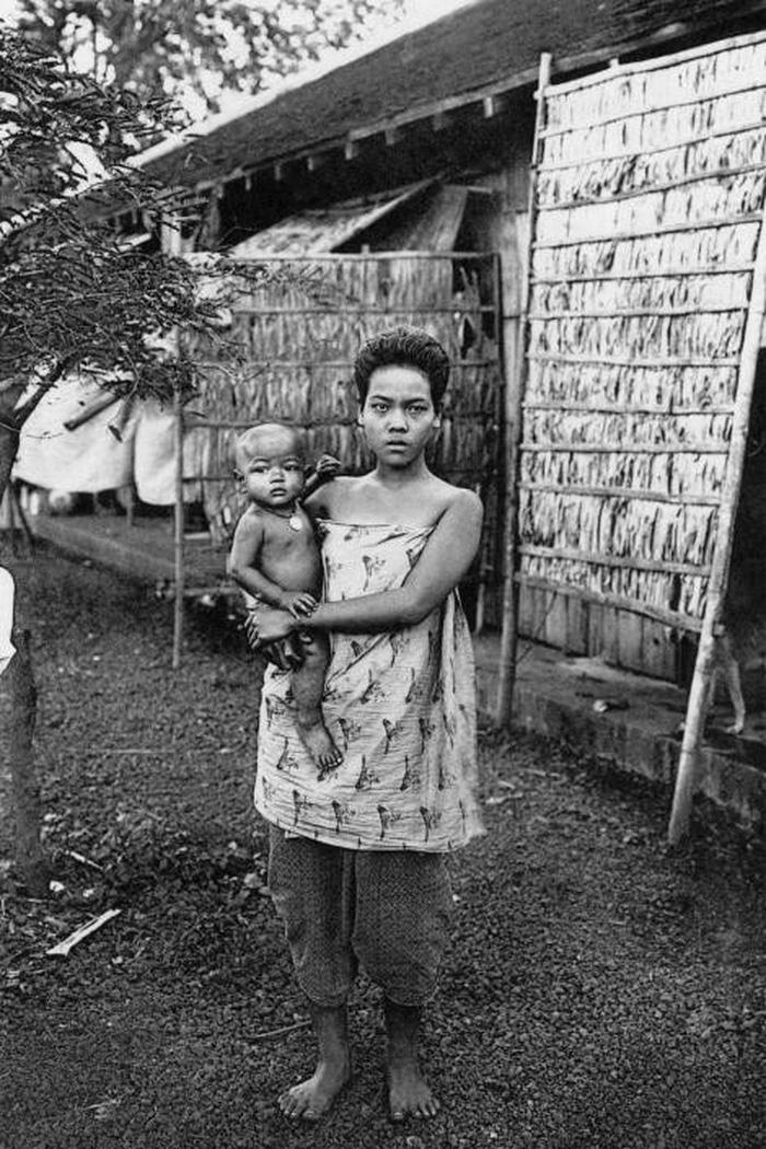Ngày của mẹ: 100 năm hình ảnh người mẹ qua bộ ảnh xưa - Ảnh 19.