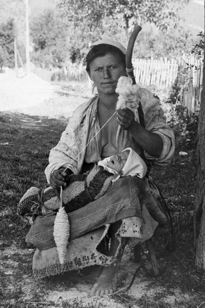 Ngày của mẹ: 100 năm hình ảnh người mẹ qua bộ ảnh xưa - Ảnh 21.