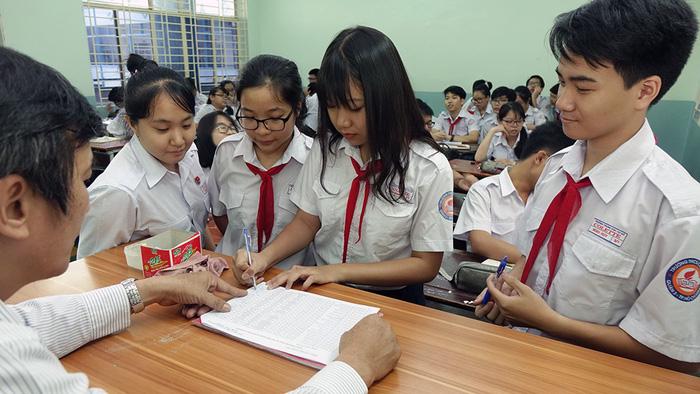 Tỉ lệ chọi căng thẳng, nhiều học sinh hạ nguyện vọng lớp 10 - Ảnh 1.