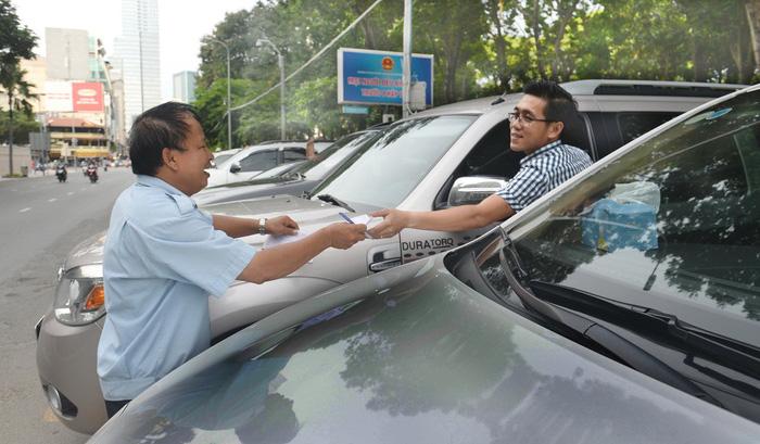 TP.HCM thu phí đậu ôtô 20.000 - 30.000đ/giờ - Ảnh 1.