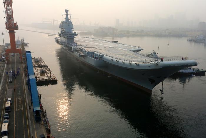 Trung Quốc thử nghiệm tàu sân bay tự đóng trên biển - Ảnh 1.