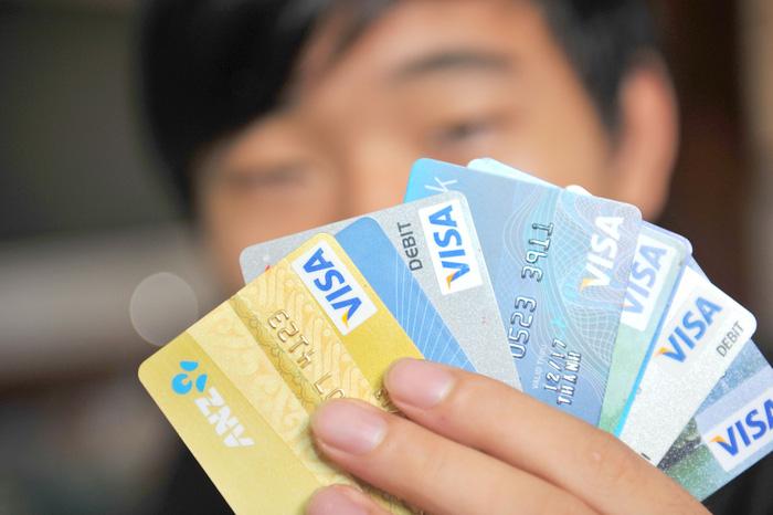 Nhiều ngân hàng cảnh báo người dân không nên quẹt thẻ qua thiết bị khác ngoài POS