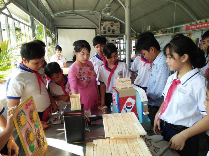 Sân chơi sáng tạo của học sinh trường làng - Ảnh 1.