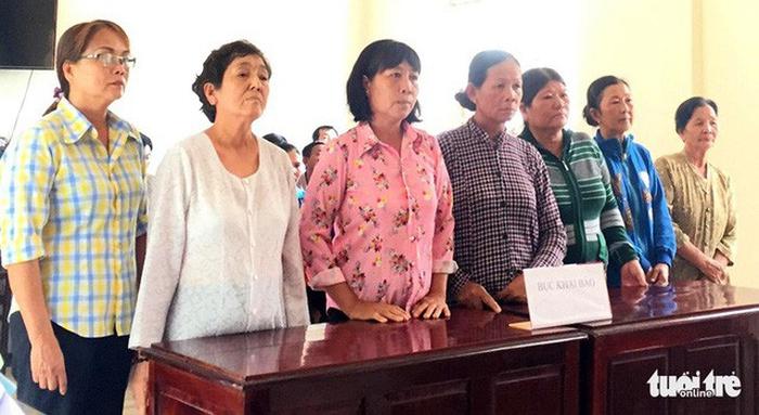 Những điều cần xem xét trong phiên xử 7 phụ nữ chặn xe cát - Ảnh 1.