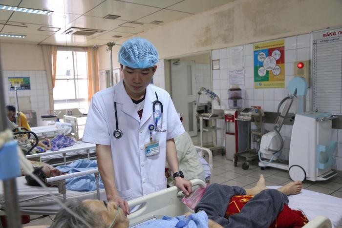 Xét xử bác sĩ Hoàng Công Lương vụ 8 bệnh nhân chạy thận tử vong - Ảnh 3.