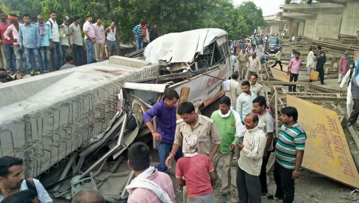 Sập cầu vượt đang xây ở Ấn Độ, ít nhất 12 người chết - Ảnh 3.