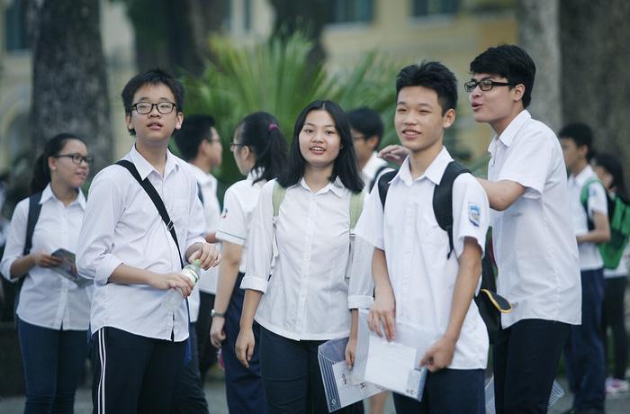 Học sinh Hà Nội chạy sô ôn thi vào lớp 10 - Ảnh 1.