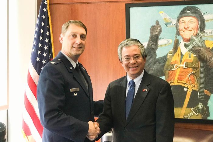 Học viện Không quân Mỹ lập chương trình phù hợp cho Việt Nam - Ảnh 1.