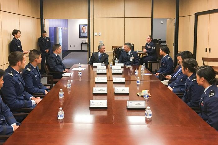Học viện Không quân Mỹ lập chương trình phù hợp cho Việt Nam - Ảnh 2.