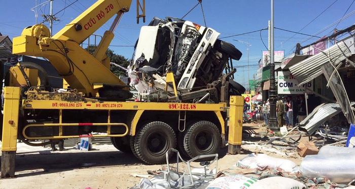 Xe tải tông chết 5 người trên quốc lộ 20 không bị hỏng thắng - Ảnh 2.