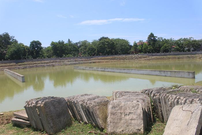 Nhà máy trăm tỉ bỏ hoang, hàng ngàn dân thiếu nước sạch - Ảnh 3.