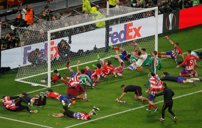 Atletico Madrid ăn mừng chức vô địch Europa League - Ảnh 10.