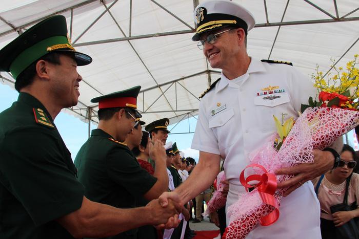 Siêu bệnh viện USNS Mercy của Hải quân Mỹ đến Nha Trang - Ảnh 1.