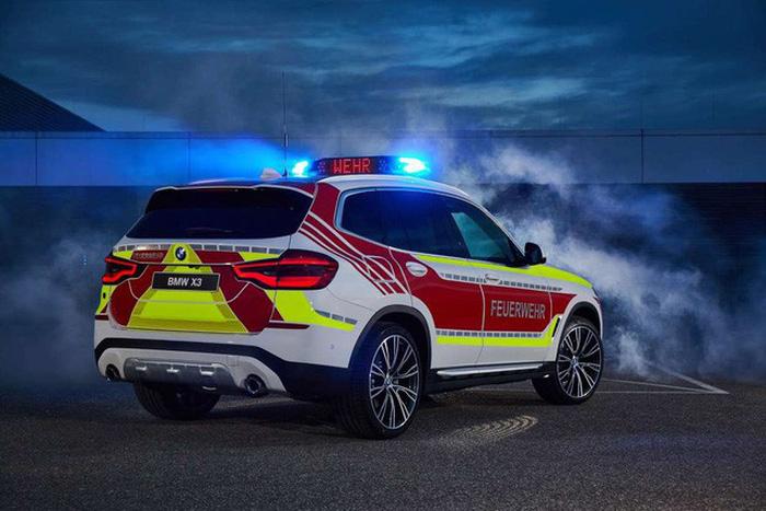 BMW ra mắt 6 mẫu xe cảnh sát - chữa cháy - cứu thương - Ảnh 1.