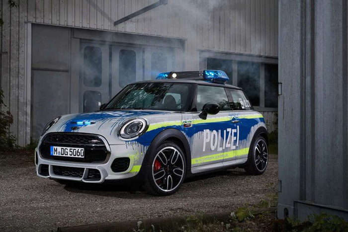 BMW ra mắt 6 mẫu xe cảnh sát - chữa cháy - cứu thương - Ảnh 6.