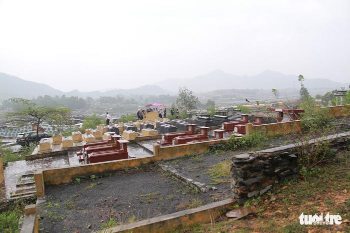 Đà Nẵng điều tra chủ tịch xã và phó ban nghĩa trang Hòa Sơn - Ảnh 1.